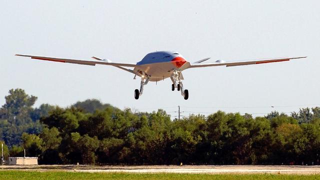 美国航母无人加油机首飞,该领域我国毫不落后,多款无人机可上舰