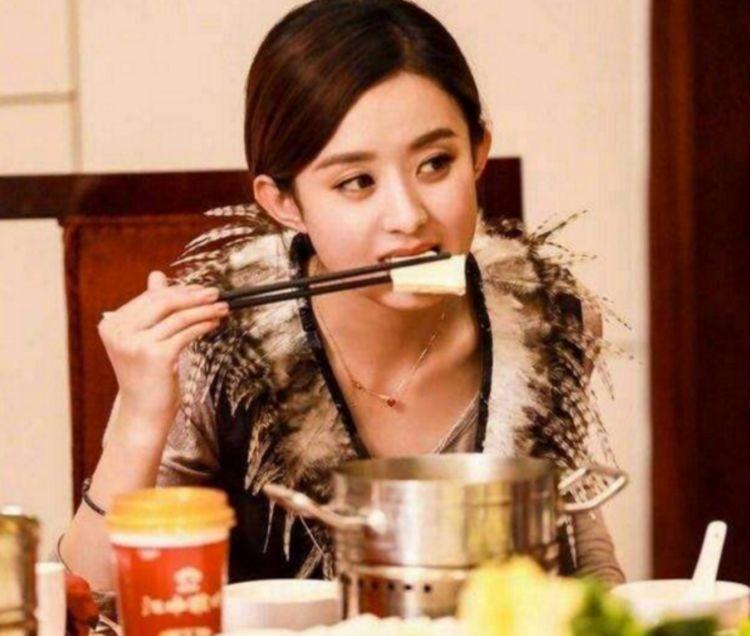 """赵丽颖""""烤鱼店""""开业!妹子一次吃30斤鱼,结账时:不会再来!"""