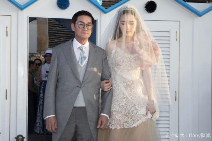 向佐郭碧婷婚礼现场照曝光向太称只有几位亲人参加婚礼