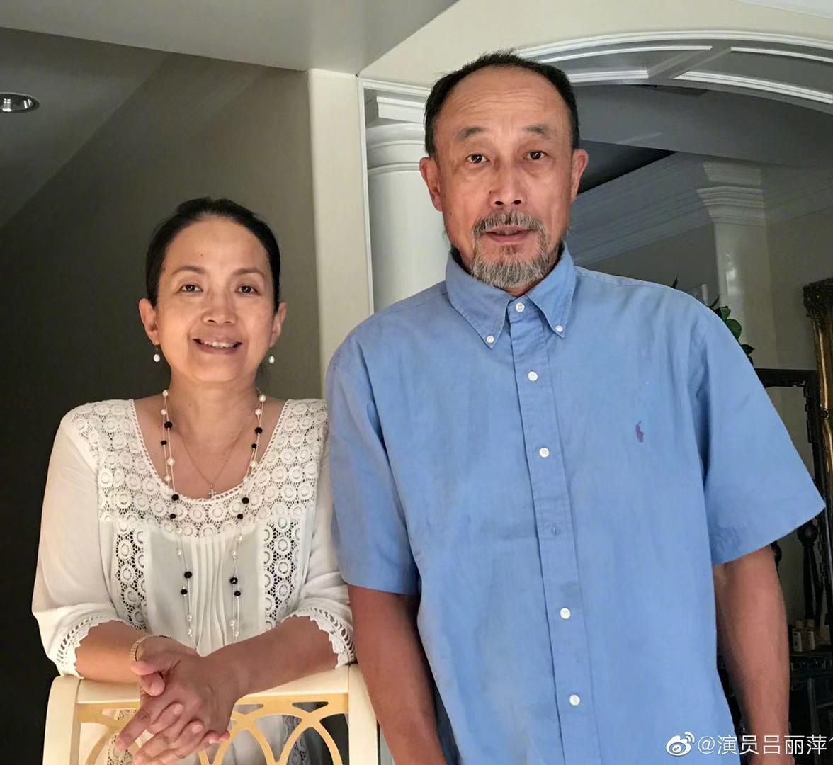 59歲呂麗萍曬與孫海英合照,宣傳主演電影,皺紋明顯但精神飽滿