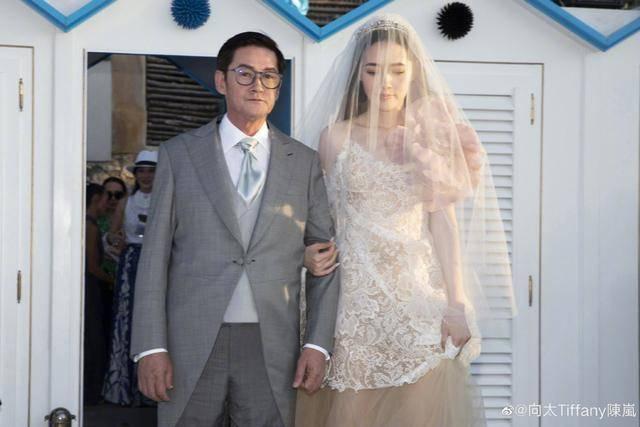 向佐郭碧婷婚禮現場圖曝光!二人幸福燦笑超浪漫,蕭敬騰到場獻唱
