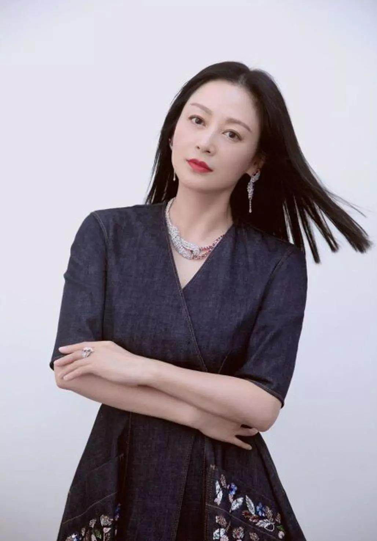 从貂蝉到公主,从演员到制片,被指插足倪萍恋情的她活出了自我