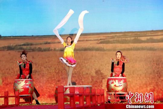 长岭湖金秋文化节启动南北游客黑土地上共庆丰收