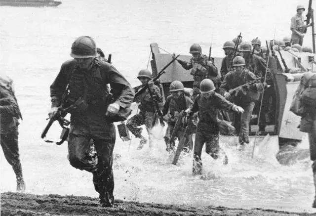 在30名日本士兵被美军救起后,又将其扔回了海里,这是为什么?