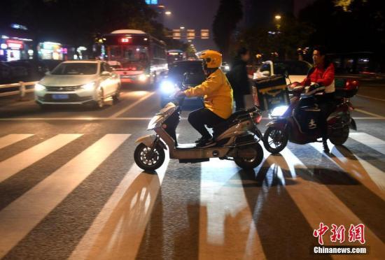 中国繁荣夜间经济效果显现外卖夜间订单明显提升