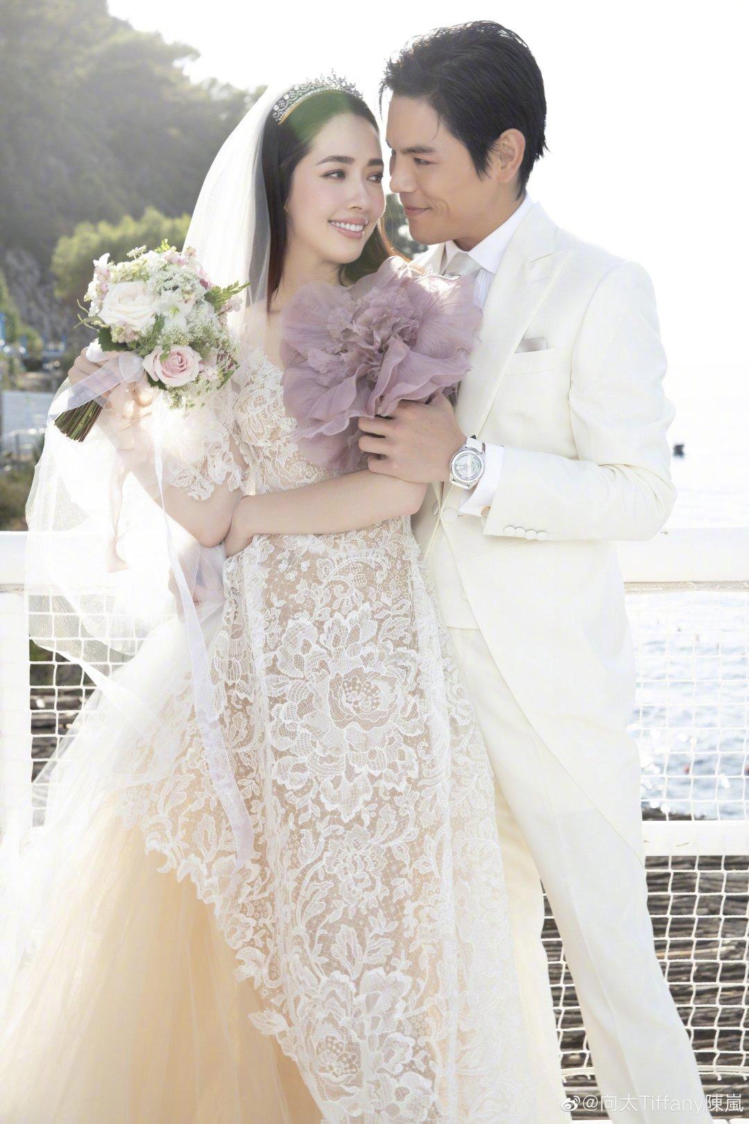 向佐郭碧婷婚礼现场照曝光,郭爸爸的表情成亮点,是嫁女儿没错了