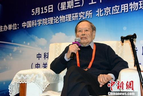 """杨振宁获""""求是终身成就奖""""成25年第二个获此奖者"""