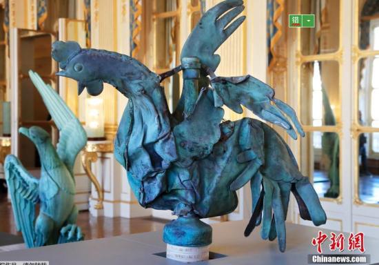 """最顽强""""公鸡"""" 巴黎圣母院火灾幸存公鸡雕像将被展出"""