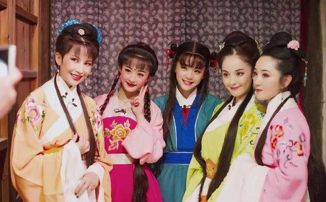 昔时赵丽颖和欧阳娜娜同台,两人都是甜美动人就如姐妹一样