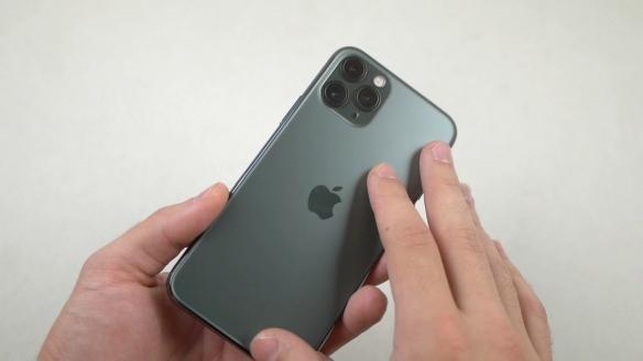 虐机达人锤子刀子齐上阵!iPhone11Pro耐用性测试