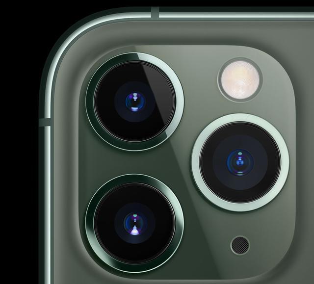 苹果为什么要做这么丑的三摄?看过真机测评我发现了其中的奥妙