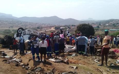 南非德班市附近发生一起严重交通事故致6死8伤
