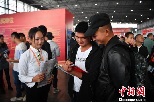 云南省举办退役军人专场招聘会600余用人单位提供上万岗位