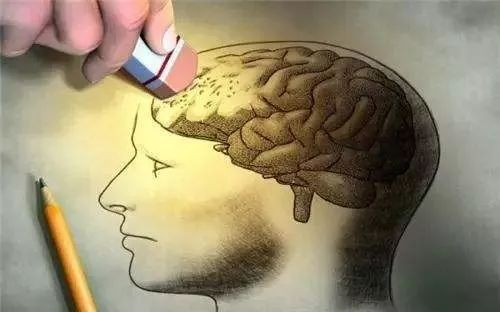 """世界阿尔茨海默病日   我国阿尔茨海默病人数居世界首位!除了记忆被抹除,""""魔鬼""""还隐藏在老年人这些细节中……"""