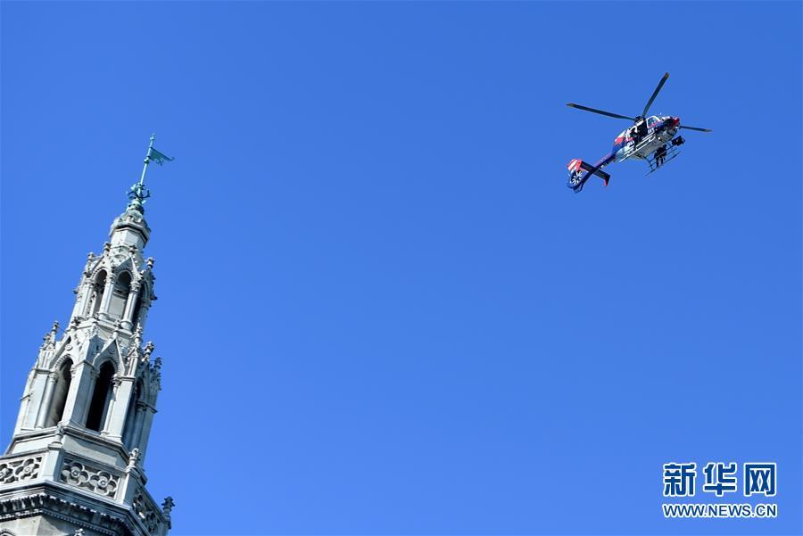 维也纳警察成立150周年大巡游