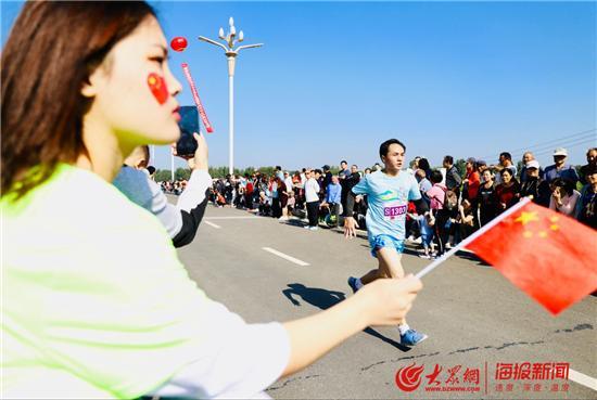 2019淄博环文昌湖半程马拉松鸣枪开赛