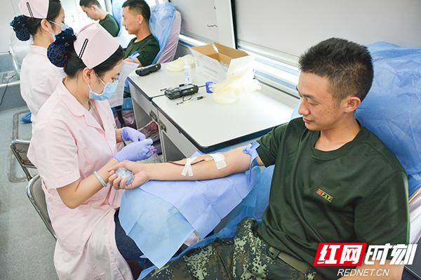 武警某部交通第一支队四小时献血三万多毫升