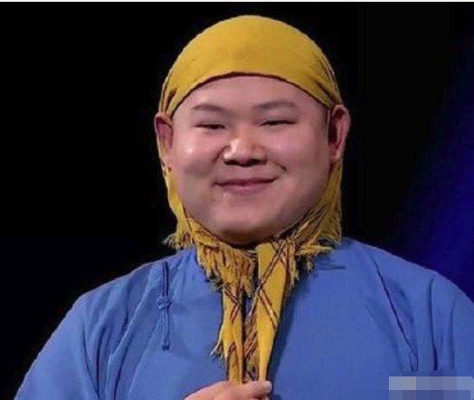 """岳云鹏被男粉丝高调表白""""我爱你"""",他露出了尴尬又不失礼貌的笑"""
