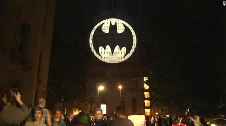 庆祝第80个蝙蝠侠日,DC在全球十座城市点亮蝙蝠灯