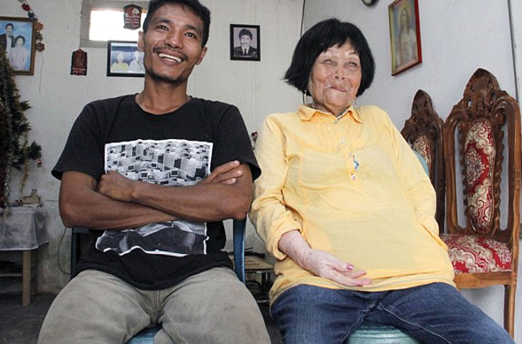印尼28岁小伙爱上82岁奶奶,只因一通电话便缘定终身