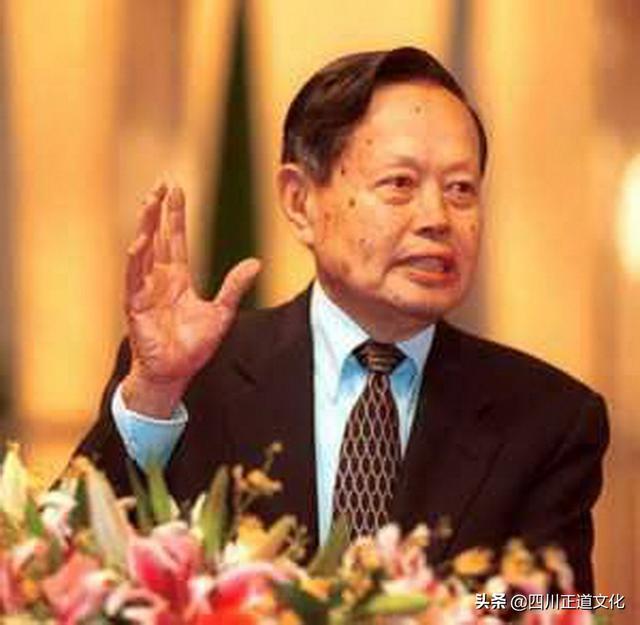 """杨振宁获""""求是终身成就奖"""",系史上第二位该奖得主"""