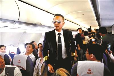 《中國機長》 萬米高空首映