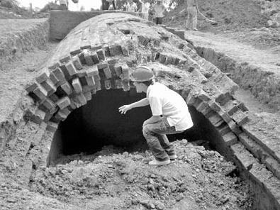 """鸡蛋坟_李莲英去世后,老仆人出了一个""""损""""招,竟修出了鸡蛋坟_墓室"""