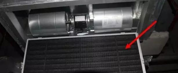 滴水盘倾斜 放气阀未关 各管接头连接不严密 风口漏水.图片