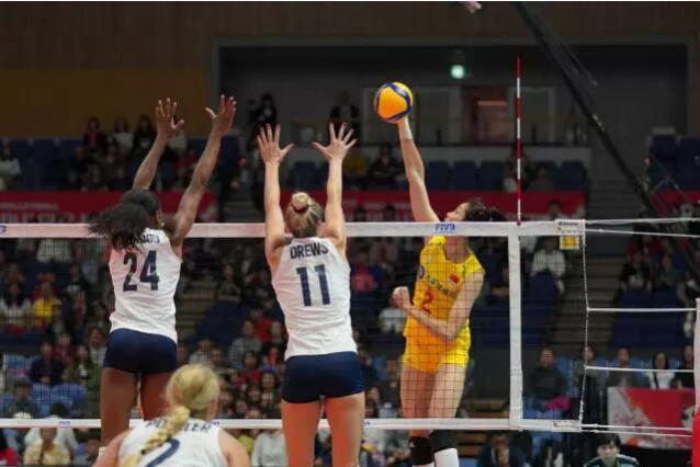世界杯7连胜领跑积分榜!中国女排3-0完胜美国破不败金身
