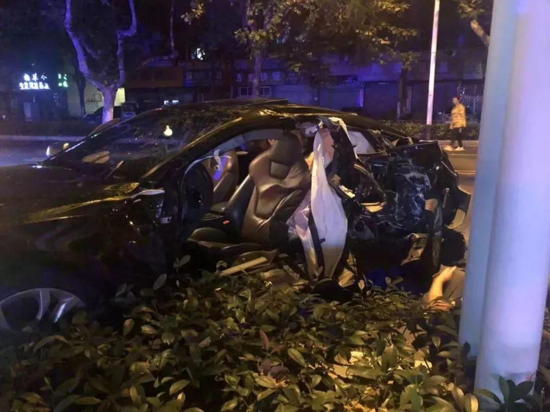 今晨无锡发生惨烈车祸!奥迪与出租车相撞!