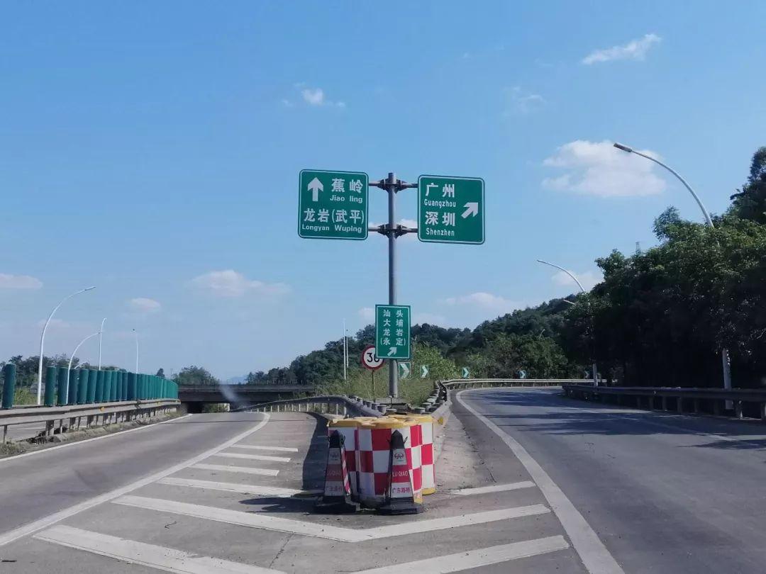 这段高速因指示牌未更新,不少车主走错了路...