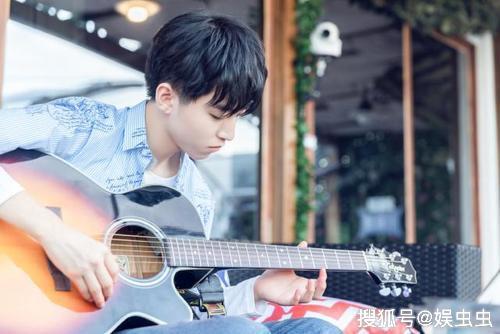 王俊凯20岁诞辰 他给粉丝送了一个大年夜福利