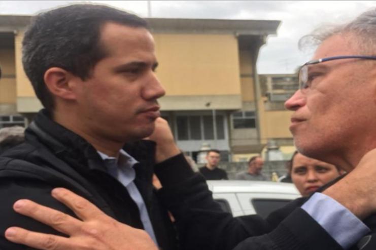委内瑞拉临时总统瓜伊多参加了市长儿子的葬礼