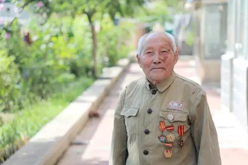 94岁鞍山老兵张贵斌 深藏功名坚