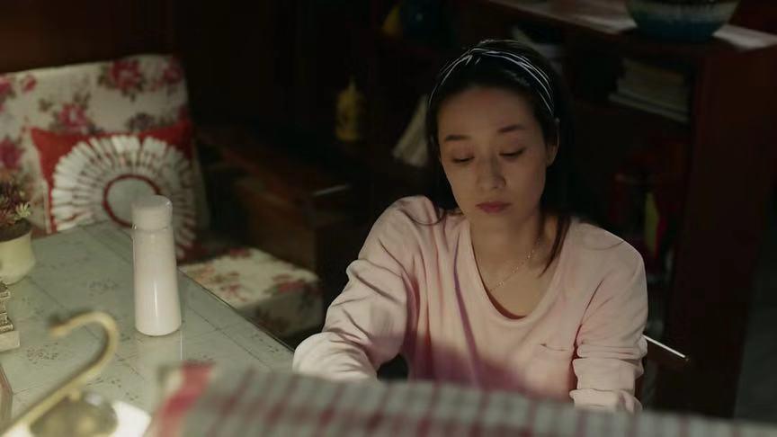 刘烨卷发不油腻,和马伊琍以及曾黎狂飙演技,装嫩技术有点尴尬