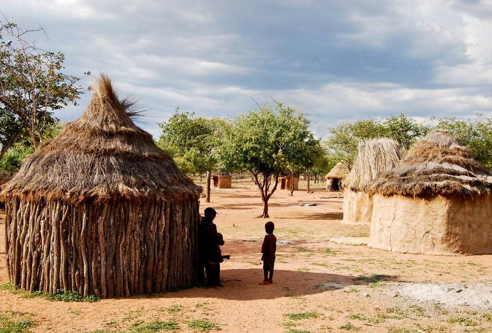 驴友到非洲旅游,看到非洲小孩丢石头,这个举动背后有何蕴意?