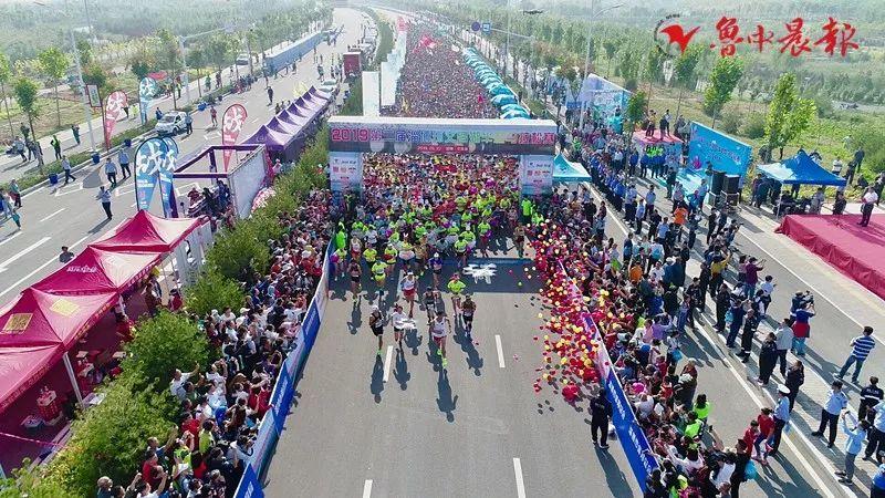 万人齐聚 2019第二届淄博环文昌湖半程马拉松赛鸣枪开赛