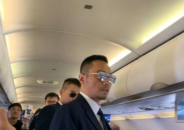 中国机长上飞机宣传还送老干妈,国庆档四部还是最后这部有排面