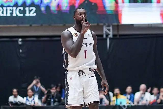 <b>史蒂芬森带领辽宁男篮拿到东亚超级联赛冠军</b>