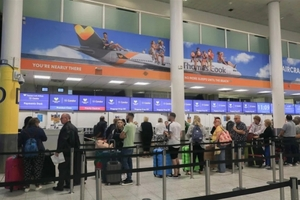 英国老牌观光社破产15万旅客滞留欧洲,二战后最大年夜范围救济启动