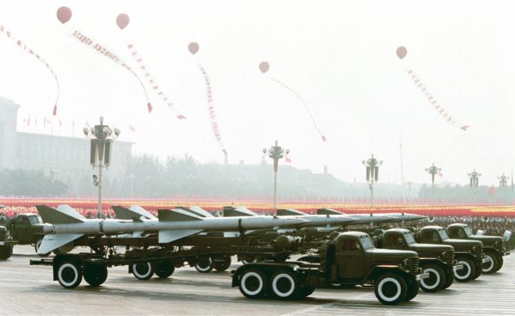 """1984大阅兵:二炮蛰伏18年揭开面纱,洲际导弹""""长剑出鞘"""""""