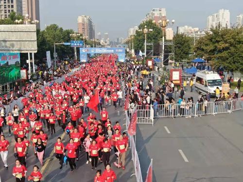 韵动中国 中国银行杯2019巩义国际马拉松赛激情开跑