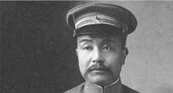 二战时期日本人鼻下都留着一撮胡子,现在为什么不见了