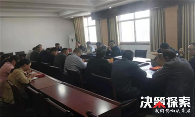 """西峡县回车镇:迎国庆保稳定""""红袖标""""在行动"""