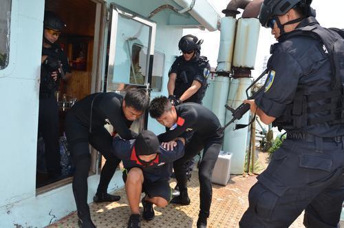 中山警方开展战时水陆空一体化实战演练