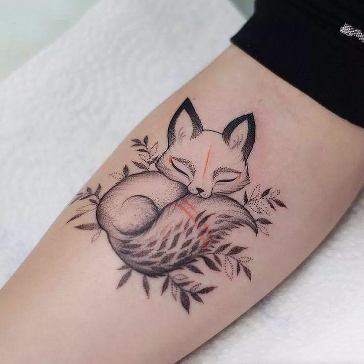 狐狸纹身:如果你驯服了我,我的生命就会充满阳光图片