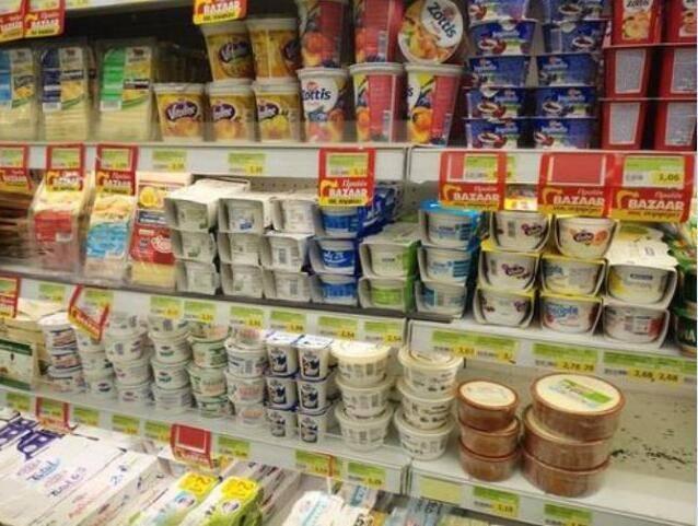 """超市买酸奶,先看配料上的""""2句话"""",不然再好喝也是""""假酸奶"""""""
