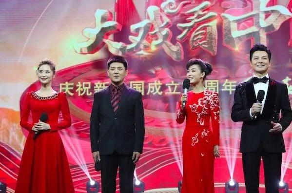 大戏看中国——庆祝新中国成立70周年《梨园春》特别节目在郑州举行 王国生等观看