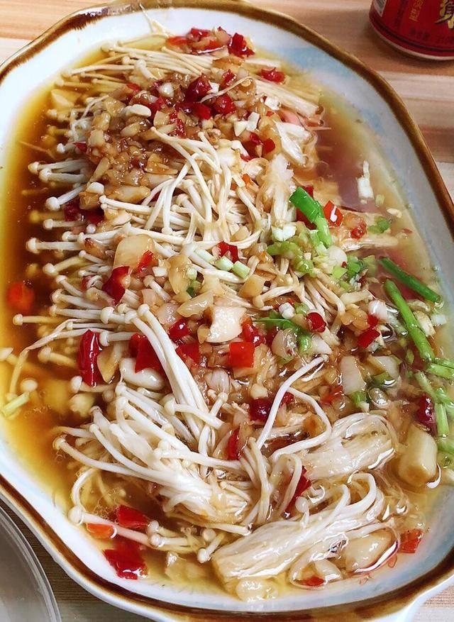 如何做一道超简单又下饭的菜品,学习这道蒜泥金针菇吧