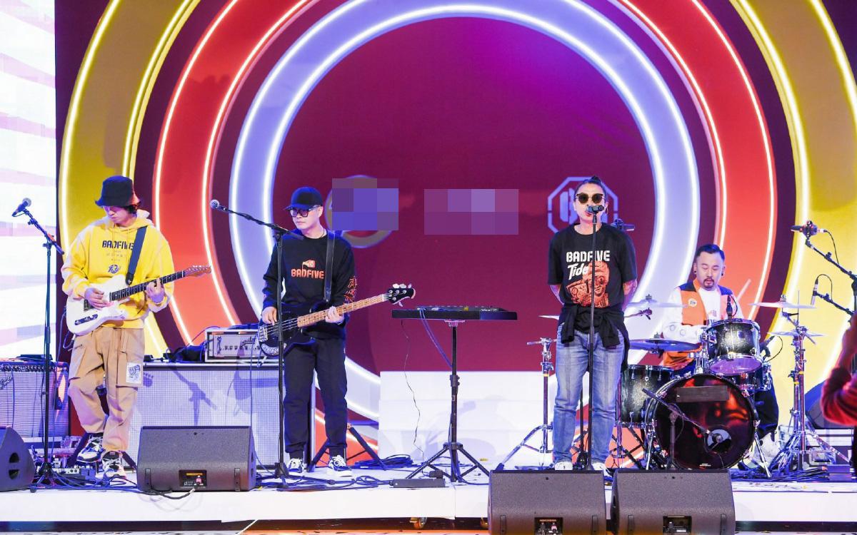 痛仰乐队现场live点燃全场 单曲和巡演将陆续展开